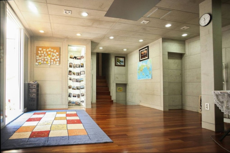 busan gwangalli guesthouse livingroom